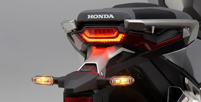 Honda X-ADV 2021 rear