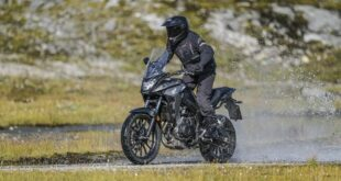 2021 Honda CB500X front