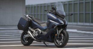 2021 Honda Forza 750 front